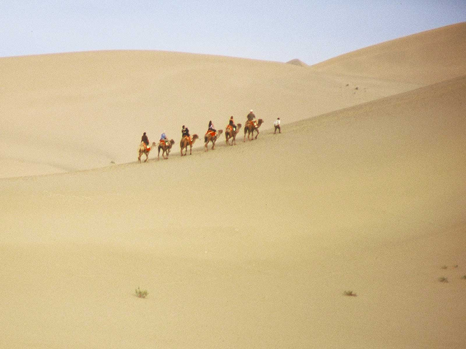 University of Hawaii students at Dunhuang - Singing Sand Dunes - Silk Road Photo Journal - Steven Andrew Martin - Xinjiang China 2001