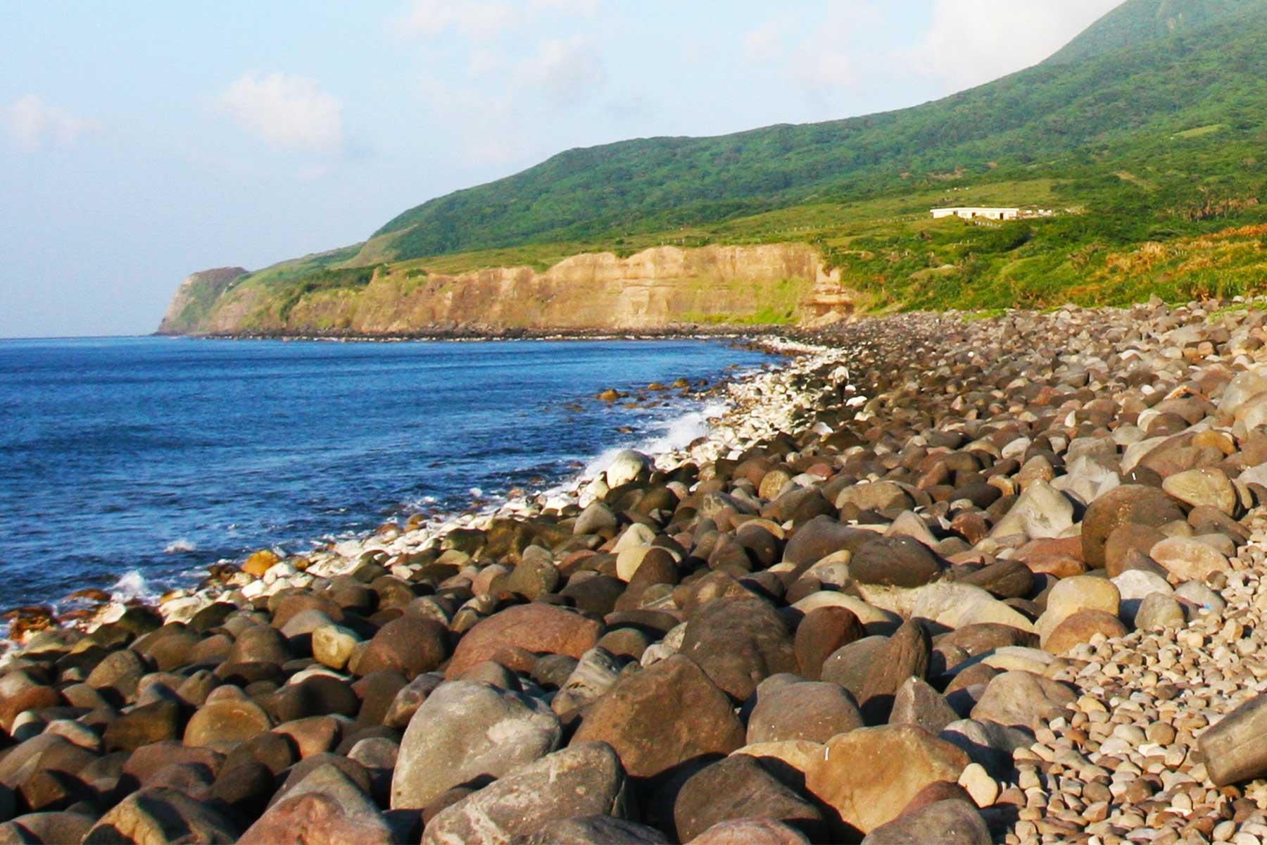 Batanes Islands Geography - Limestone cliffs - Volcanic boulder beaches - Dr Steven Andrew Martin - Photo journal