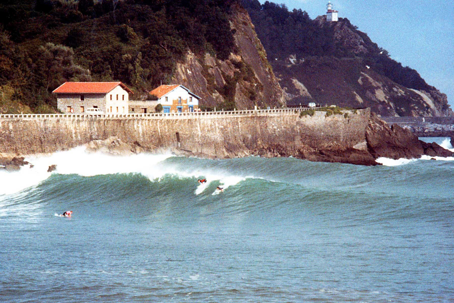 Surfing Spain   Ubiri point break   Karramarro (Crab) Basque   Steven Andrew Martin   Bay of Biscay