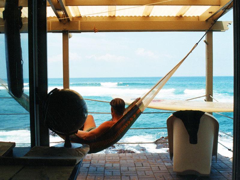 Living and surfing- Kahaluu beach house in Kona - Steven Andrew Martin