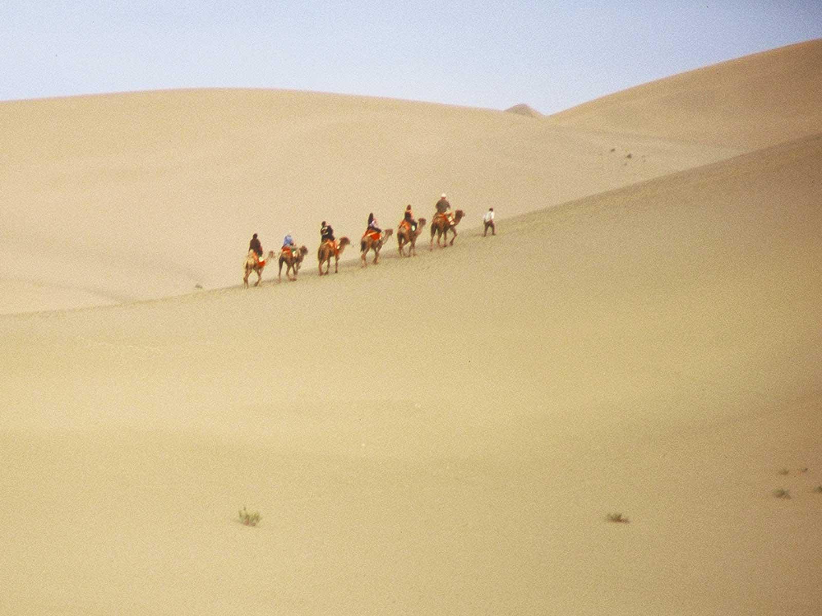 University of Hawaii students at Dunhuang - Singing Sand Dunes - Silk Road Photo Journal - Steven Andrew Martin - Xinjiang China 2001