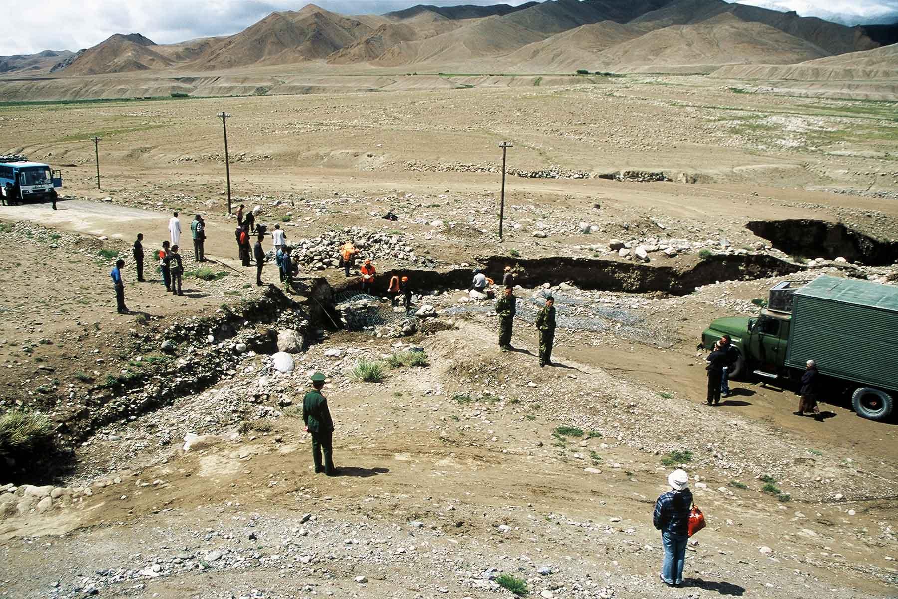 Karakoram Highway roadwork -  Ancient Silk Road - Steven Martin - Journey to the West