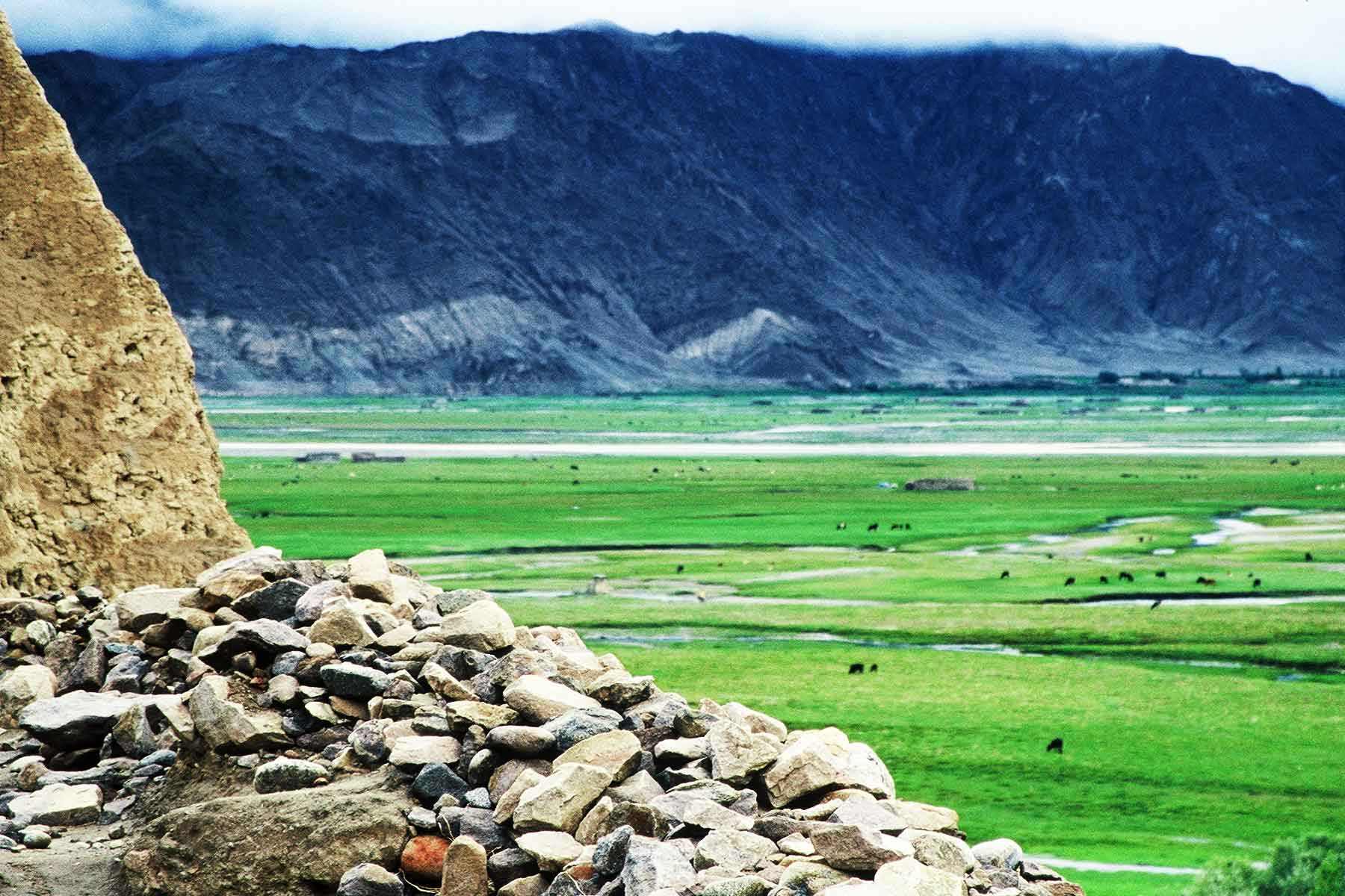 Tashkurgan Tajik Autonomous County, Xinjiang, China - Dr Steven Martin - Silk Road Research 2001